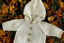 Babytrøje med hætte strik