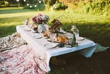 Boho Summer Dinner Party / Flowers in your hair and stars in your eyes. What's better than to celebrate summer under the big blue sky? And best of all? The more DIY it looks, the better.
