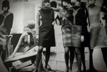 Moda - Anos 60 / Da elegância dos scarpins e dos vestidos tubos  para as minis Mary Quant , da valorização da arte pop ao movimento hippye.