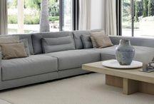 Piet Boon / Internationaal Nederlands  Piet Boon is een van de bekendste Nederlandse ontwerpers. Samen met zijn vrouw en creatief directeur Karin Boon, staat Piet sinds 1982 aan het hoofd van een team designers,  Opvallend zijn het sterke design, de eerlijke materialen, het sobere kleurgebruik en het comfort van zijn meubelontwerpen.