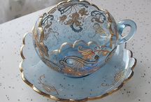 Teacups and saucers / Collectibles