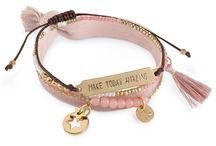 Pink Ribbon webshop Nederland / In de Pink Ribbon webshop vind je allerlei leuke items om cadeau te geven, of voor jezelf. Per product wordt er een donatie gedaan aan borstkankeronderzoek. https://shop.pinkribbon.nl/