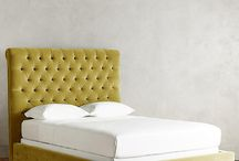 Спальня с жёлтыми попугаями