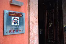 Málaga / Hotel de categoría 4**** situado junto a la catedral y la calle peatonal y céntrica Larios. WiFI gratis en todo el hotel. Ordenadores de uso gratuito con conexión a internet en todas las habitaciones.