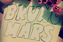 Uñas de Bruno Mars