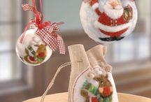 Weihnachtskugeln basteln – Ideen mit Anleitung / Wir haben einige schöne Bastelideen für Weihnachtskugeln, die am, neben und unter dem Weihnachtsbaum zur Geltung kommen. Bei eingien Ideen können Kinder problemlos mitbasteln. Eine Schritt-für-Schritt Anleitung mit kompletter Materialliste vereinfacht das Bastelprojekt für die Weihnachtskugel!