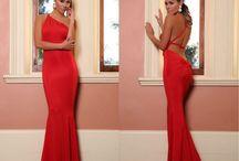 Dlouhé letní/společenské šaty s odhalenými zády červené