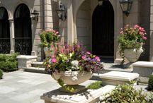 Donice kamienne / Kamienne donice, które mogą stanowić zarówno doskonałe uzupełnienie ogrodu jak i wnętrza domu.