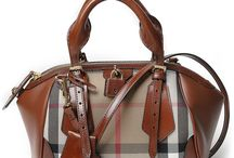 Burberry Bags F/W 2013-2014 / Elegant and glamorous, sober and original at the same time. The new Burberry collection A / W 2013-14 reinterprets the tradition of quality and the British classic taste with the new metropolitan street-chic details - Pin your favourite!