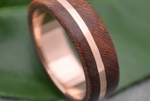 Eco Gold and Wood Wedding Rings / Ecofriendly recycled gold and wood rings by Naturaleza Organic Jewelry. Handmade with sustainable materials by Marlon Obando Solano http://www.naturalezanica.com