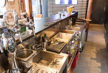Whisper / Au 301 Rue Saint-Martin, 75003 Paris, le Whisper est un bar de quartier possédant un postes de travail barman pleinement optimisé pour une très faible profondeur de meuble.  Crédit photo : Barbara Wroblewski