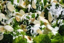 sałatka z brokułami i fetą w migdałach
