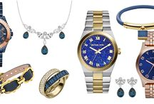 Relógios e Jóias / As nossas sugestões de relógios e jóias. Diferentes paletas de cores de jóias e relógios de variadas marcas. Cristais, zircónias, pedras, aços e pratas de diferentes tons. Qual a que mais a seduz?