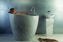 + Wanna wolnostojąca - Ty też ją uwielbiasz? + / Wanny wolnostojące już od kilku lat uwodzą nas swoimi oryginalnymi kształtami. Choć najczęściej kojarzą się z luksusową, otwartą przestrzenią, znajdzie się dla nich miejsce w małej łazience.  Sprawdź nasze inspiracje :)