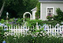 Ogrodzenia posesji w stylu wiejskim - zdjęcia, pomysły, inspiracje / Białe drewniane płoty, murowane ogrodzenia, żywopłoty... Zobacz ogrodzenia posesji w stylu wiejskim prosto od Weranda Country.