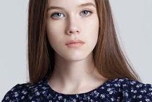 Yana / Bayan modellerimizden 1.74 boyunda, 80-60-90 ölçülerine sahip, Mavi gözlü sarı saçlı ''Yana '' şehirdedir.