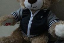 Build-a-bear / Hier werden verschiedene Kleidungsstücke  von dem Workshop bild-a-bear gezeigt. Viel Spaß beim Lesen !