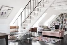 Stuen blød modernisme / Poetisk og varmt - som kontrast til husets stramme linjer