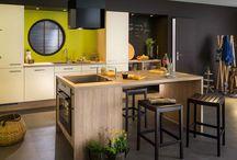 Les différents types d'îlot de cuisine / Au-delà de sa dimension esthétique et conviviale, l'îlot peut servir différents usages : c'est vous qui décidez ! #cuisinesequipees #cuisines #ilot