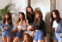 Apink / ☆Chorong☆ is leader, rapper, sub-vocalist and dancer. 1991 Bomi is main dancer, lead vocalist and rapper. 1993 Eunji is main vocalist and face of the group. 1993 Naeun is lead dancer, sub-vocalist, center and visual. 1994 Namjoo is lead vocalist, lead dancer and rapper. 1995 Hayoung is rapper, sub-vocalist and maknae. 1996