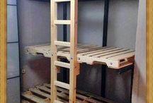 muebles con palets, cajas y neumáticos