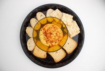 Appetizer / Hummus, dips, crackers and a lot of flavor to surprise your guests!