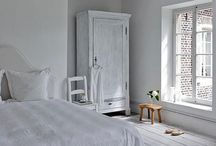 bed | room / Underbara vita, lantliga sovrum som ger en harmonisk känsla / Having the best night's sleep in beautiful whiteness