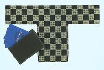 Tカードケース(card case)博多織 / OKANOで織り上げた博多織の生地でつくられたユニークなカードケース 。  開いた時に着物の小袖の形(Tの字)に、折りたたむと帯のお太鼓結びの形になるデザインの折りたたみ式カードケースです。収納が2箇所あるため、自分の名刺といただいた名刺を分けてたっぷり収納でき、出し入れしやすい仕上がりです。
