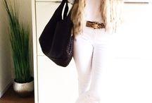 Winterweißes Outfit / Eine weiße Jeans, eine weiße Bluse und eine kuschelige Fellweste, Boots und fertig ist der perfekte Winterlook