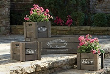 RECYCLED - PALLETS CRATES WOODEN REELS / by Diane