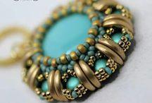 Crescent bead