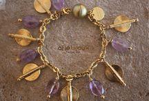 Aflé Bijoux Charm Bracelets / Beautiful charm bracelets made of gemstones, swarovski crystal, Akan gold weight from Ivory Coast. Unique, elegant, handmade.