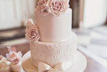 Classical Wedding Cakes / Classical wedding cakes with a more traditional feel