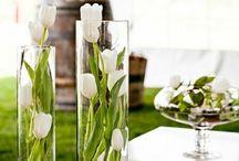 Blomster i vaser og lys