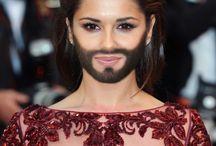 CW / Was ist den das? Conchita Wurst, ist eine Transe, aber er ist wunderbar, wer traut sich schon, so raus zu gehen? Tom Neuwirth, ist zwar ein Mann, aber er hat eine wundervolle Stimme, oder? Ihr müsst zugeben das, dass stimmt? Somchai Materne!