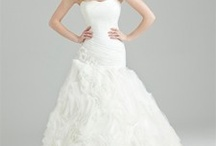 Luxury Wedding Dresses / by Mango Ni