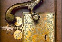 Door handles and knockers / Kilincsek és kopogtatók
