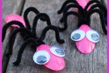 păianjeni din linguriță de plastic