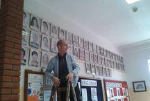 """""""Akasztják a tanárokat!"""" - avagy elkészült a meglepi. :) / """"Akasztják a tanárokat!"""" - avagy elkészült a meglepi. :) Sashegyi Sándor Általános Iskola és Szakközépiskola, Pomáz  Forrás: https://www.facebook.com/photo.php?fbid=10205088481272630&set=a.10200540937546879.359422.1261563237&type=1"""