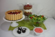 Strawberries! / Strawberries! Great recipes from beverages to bar-b-que, breakfast to lunch, and a wide variety of desserts!