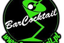 BarCocktail -  WeddingBar /   Firma BarCocktail powstała przede wszystkim z pasji tworzenia. Aby być dobrym barmanem trzeba mieć to w sercu. Komponowanie koktajli jest dla nas formą sztuki. Latami zdobywana praktyka przynosi satysfakcję dopiero wtedy, gdy gość podchodzi do baru i wychodzi zadowolony.        Prawdziwy koktajl przygotują tylko te dłonie, przez które przelało się dziesięć tysięcy litrów dobrego alkoholu.