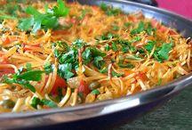 Recetas con Arroz y Pasta / Recetas de cocina rápida y fácil utilizando arroces y pastas variadas como ingredientes principales de cada preparación.