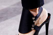 caminando / zapatos delmundo / by Magdalena