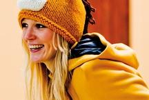 Mützen & Scoodies / Egal, ob Sommer oder Winter - Mützen sind ein tolles Accessoire, das ein Statement setzt. Außerdem sind Mützen das perfekte Projekt für Handarbeitsanfänger. Aber auch Expertinnen machen immer wieder gern eine Mütze selbst. Dabei kommt es nicht drauf an, ob gehäkelt oder gestrickt, Hauptsache selbstgemacht!