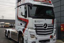 caminhões Mercedes Benz.