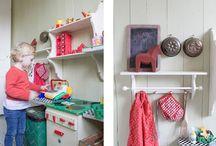 Erikas hus: Barnrum / #inredning #barnrum #målade #trägolv #tapeter #ekobygg #loppis #leksaker