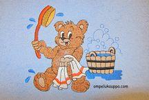 Kylpypyyhe /  Kylpypyyhe 80x150cm Pyyhkeiden materiaalina on hyvälaatuinen puuvillafrotee (93% puuvilla, 7% polyesteri), josta nukka ei purkaudu. Valitse mieleisesi väri yhdestätoista raikkaasta vaihtoehdosta. Osa kylpypyyhkeistä ostetaan valmiiksi kantattuna, osa ommellaan Peräseinäjoella. Brodeeraukset tehdään Peräseinäjoella. Tilaukset myös netistä.