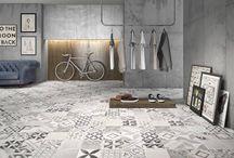 Patchwork v hlavní roli / Tradiční technika patchworku se promítá stále častěji i do moderního interiérového designu. A to jak na podlahu, obklad stěn, dekorace, ale i do textilií a nejrůznějších doplňků. I barevná škála je bohatá, od výraznějších barevných kombinací a vzorů a po ty jemné, decentní. Obohatí interiér o určitou jemnost, dodá pocit útulnosti. Patchwork dokáže jednoduše dokreslit atmosféru prostoru.