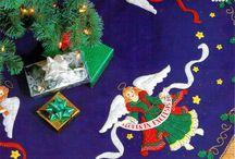 Pie de árbol de ángeles de navidad