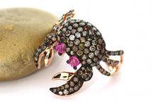 Tierschmuck / Tiere in Gold, Silber und Edelsteinen als Schmuck (Ringe, Ketten, Broschen, Anhänger)